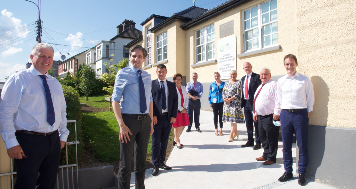 The Chief Executive of MSLETB welcomes Minister Harris to the Castlebar Campus of the newly established Mayo College of Further Education and Training.